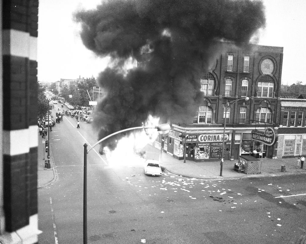 https://www.pinterest.com/pin/855543260431673718/?lp=true A car burns near the intersection of Division Street and Damen Avenue. Not only would protesters flip cars over, but they would also set them on fire as a sign of defiance. As seen from this