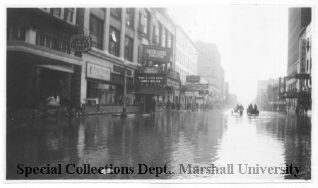 The Peanut Shoppe, here on the far left, during the 1937 flood