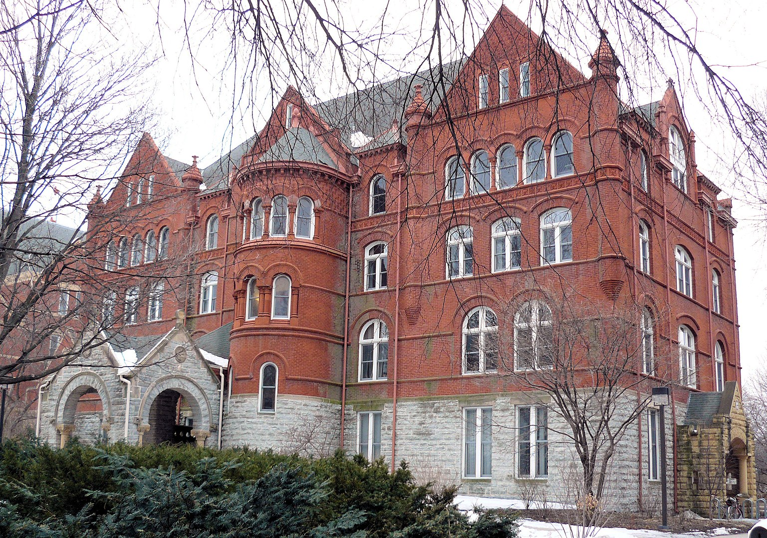 Old Main, Macalester College (Photo taken in 2008).