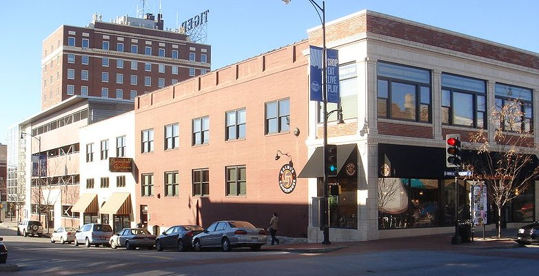 Modern photo of Ballenger Building, intersection of S. 9th St. (front) & Cherry St. (side)