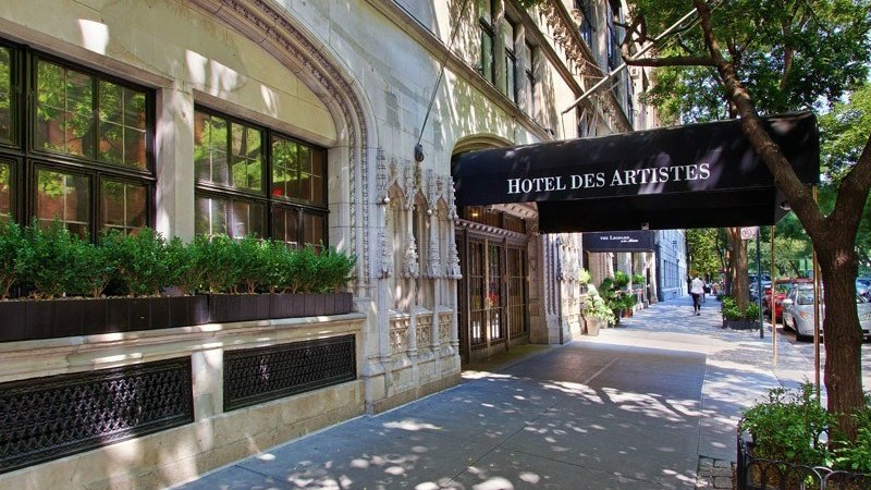 Entrance to the Hotel d'Artistes