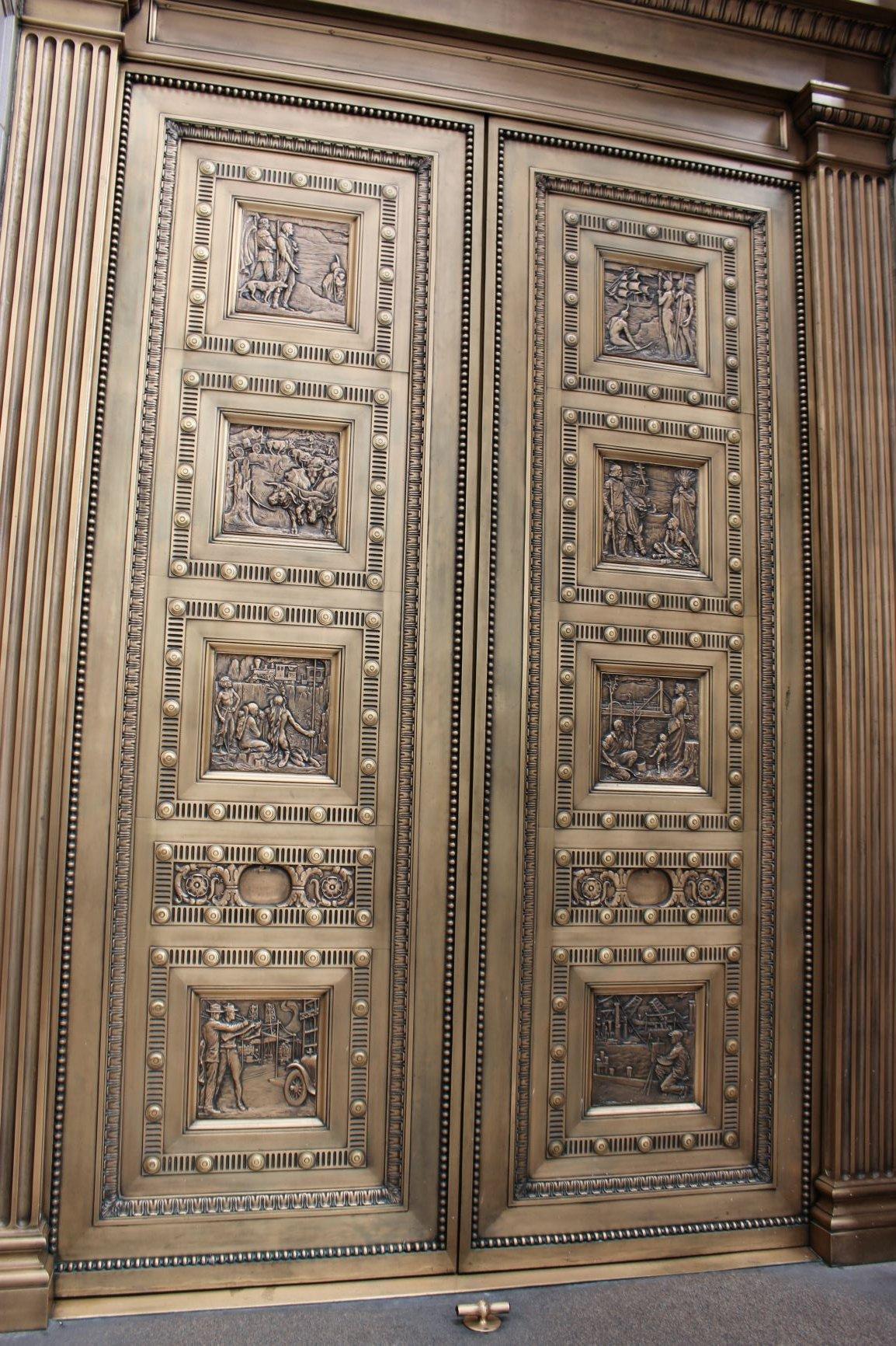 U.S. National Bank lobby doors. Photo by Cynthia Prescott.