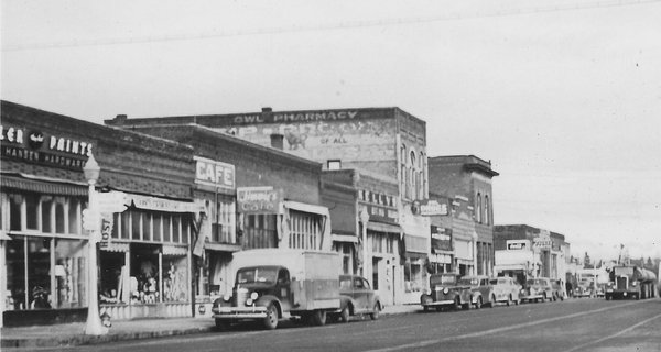 Hansen Hardware at far right, about 1948