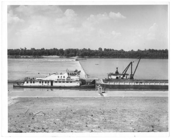 The J.W. Bedford locking through Lock and Dam 46