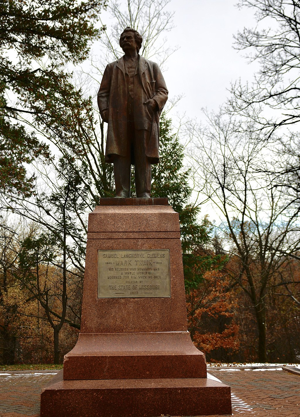 This statue of Mark Twain, Hannibal native and one of the country's greatest writers, was installed in 1913.