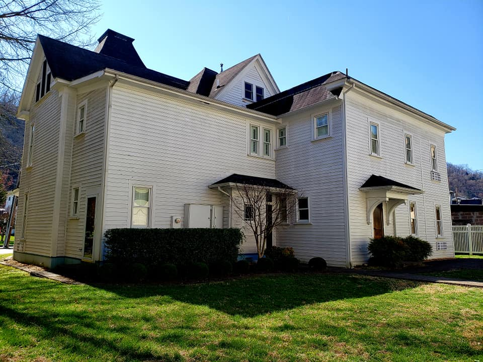 Back view of the Pikeville Historic Mansion Bed and Breakfast