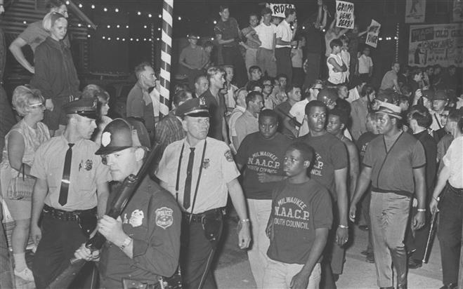 March on 16th Street Bridge August 28, 1967. Credit: Journal Sentinel files