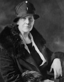 Anna Jarvis began the tradition of Mother's Day and worked to preserve the non-commercial nature of the holiday.
