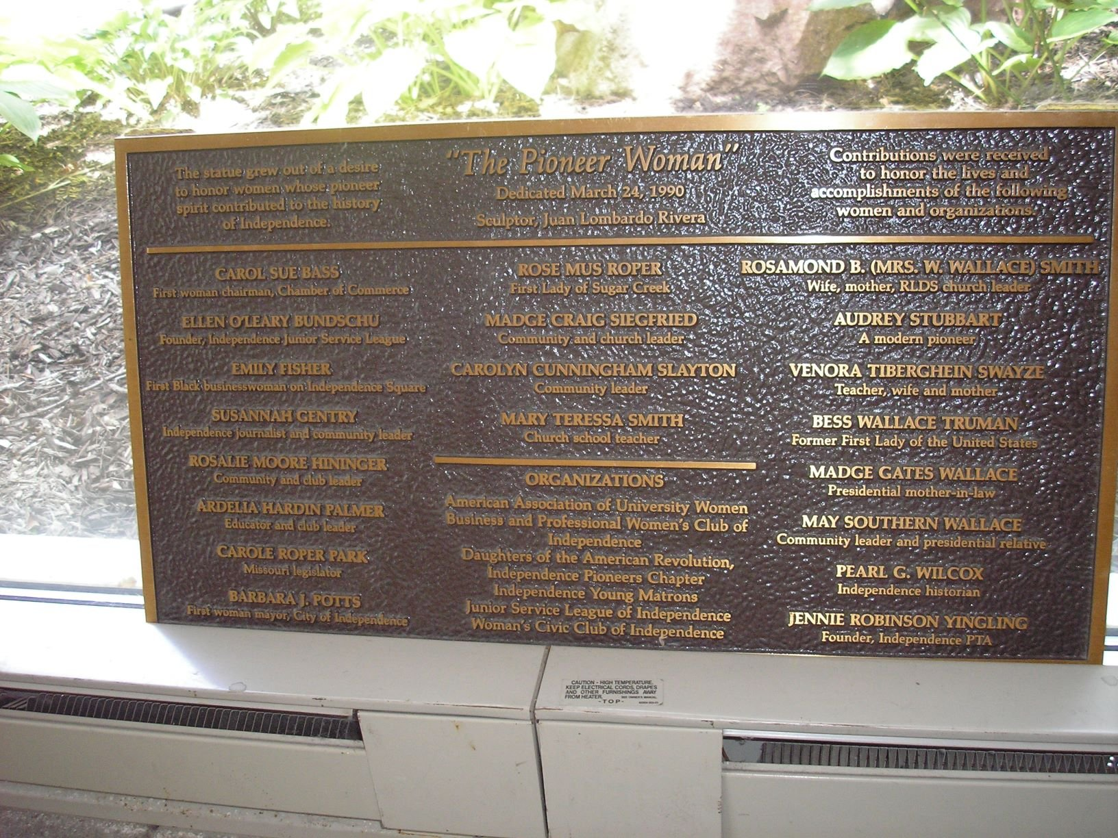 Plaque for 1990 Lombardo-Rivera Pioneer Woman statue. Photo by Cynthia Prescott.