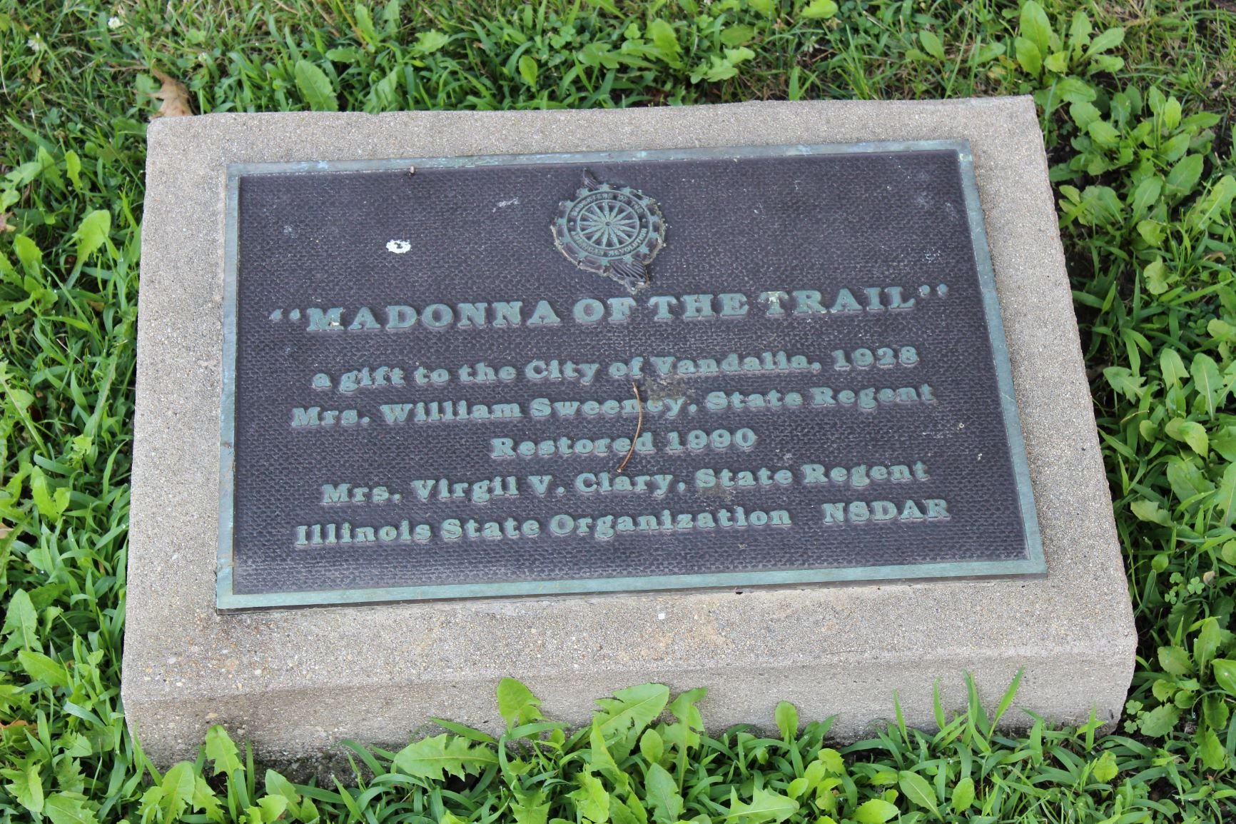 Madonna of the Trail plaque. Photo by Cynthia Prescott.