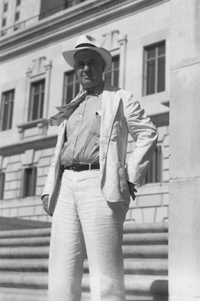 Dobie on the University of Texas campus in his trademark white suit, ca. 1930s. Southwestern Writers Collection/The Wittliff Collections, Texas State University.