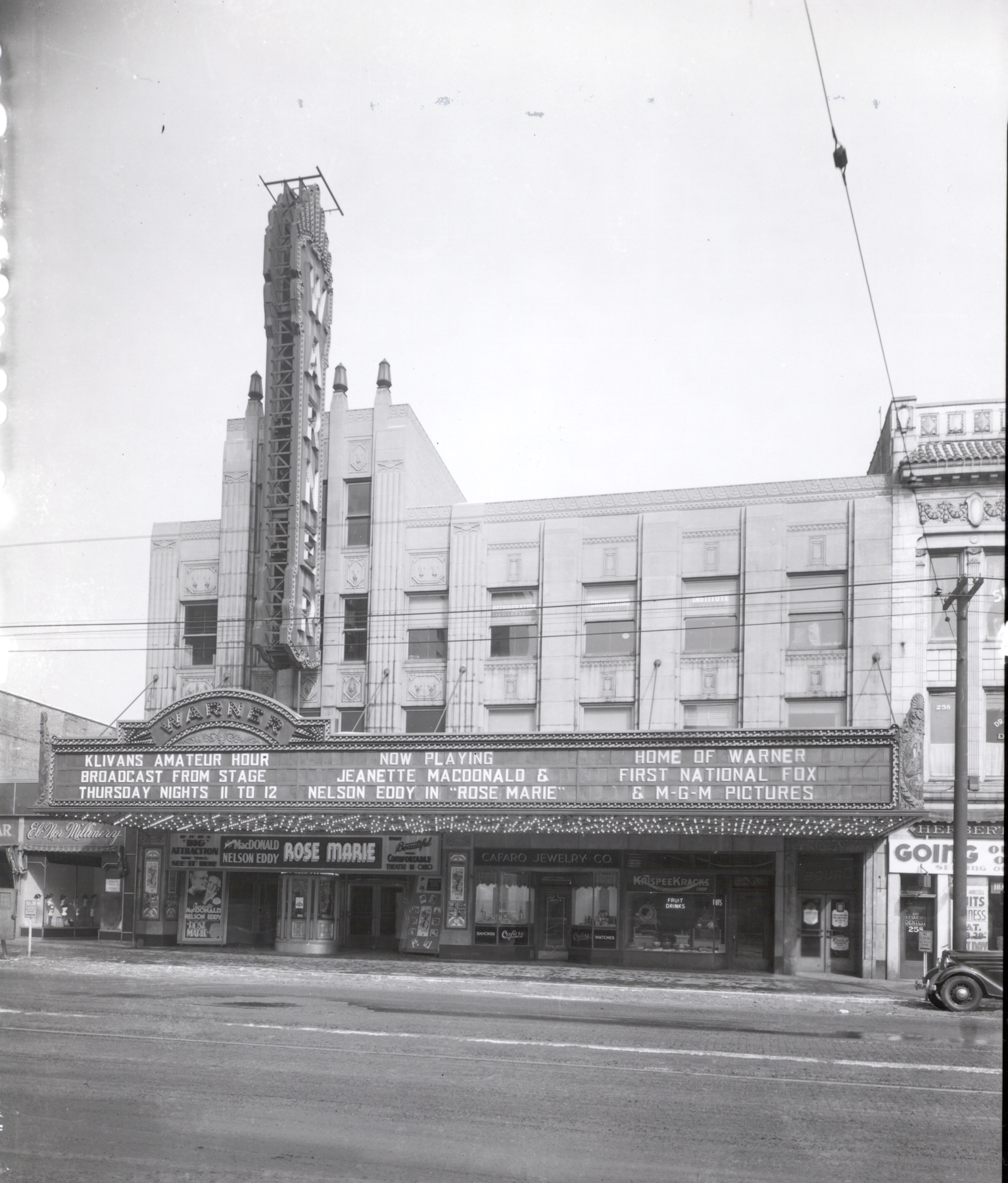 The Warner Theater before being turned into the Powers Auditorium