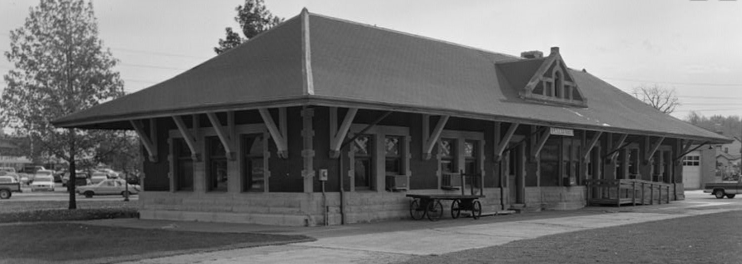 Photo of Big Four Depot in original location (HABS ca. 1983)