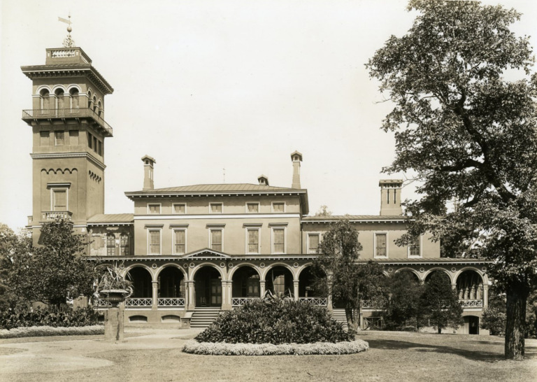 Clifton Mansion as it appeared in the early 1900s. Photo courtesy of the New York Social Diary.