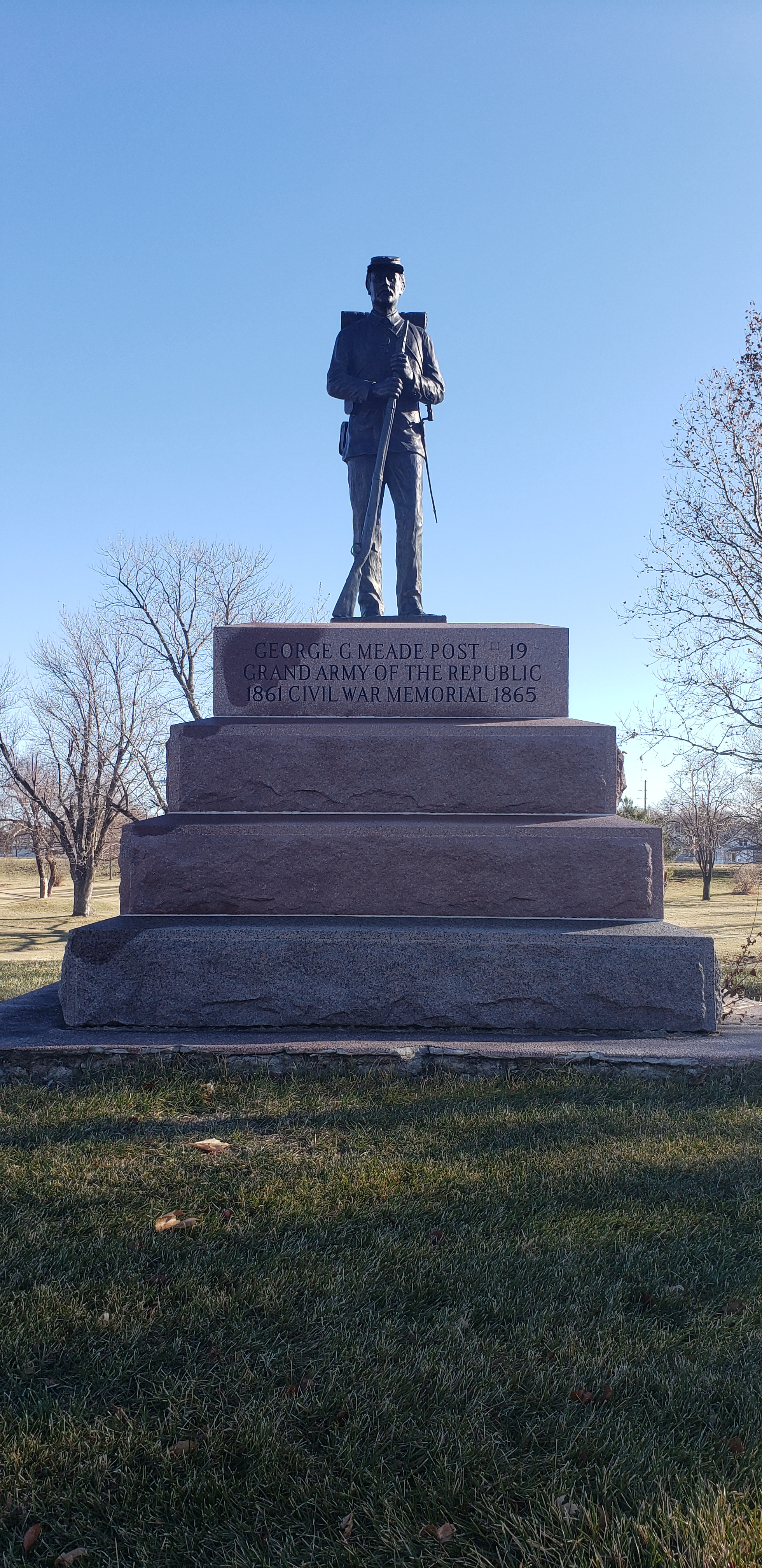The base and final statue of the site