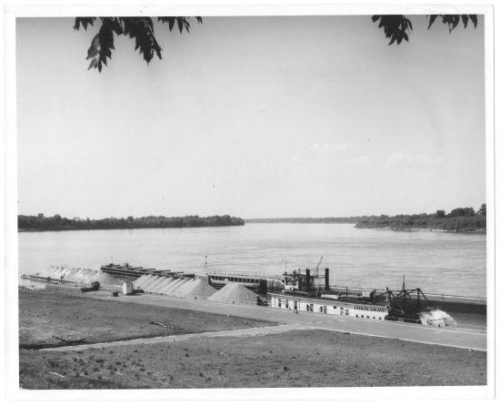 The Chickasaw locking through Lock and Dam 46