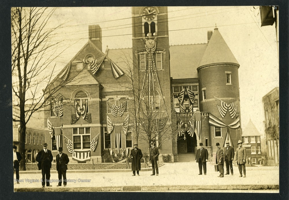 Undated photograph of the courthouse.