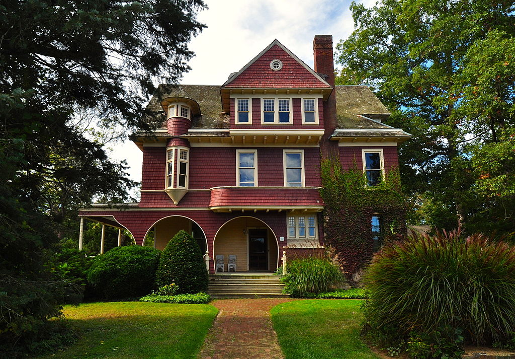 This historic home is named after Lewis Harvey who purchased the home in the early 1900s.