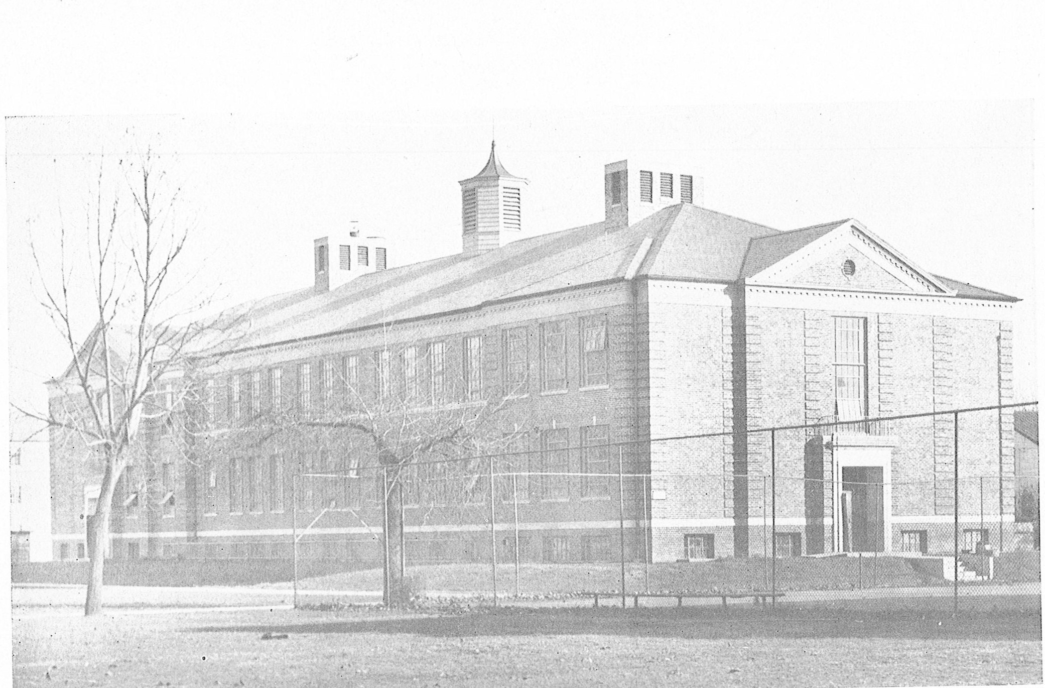 Jenkins Hall in 1938. The fence marks Marshall's original tennis courts.