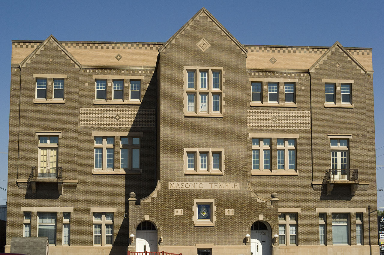 The Masonic Temple was built in 1915.