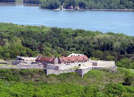 Picture of Fort Ticonderoga and their location in comparison to the Lake