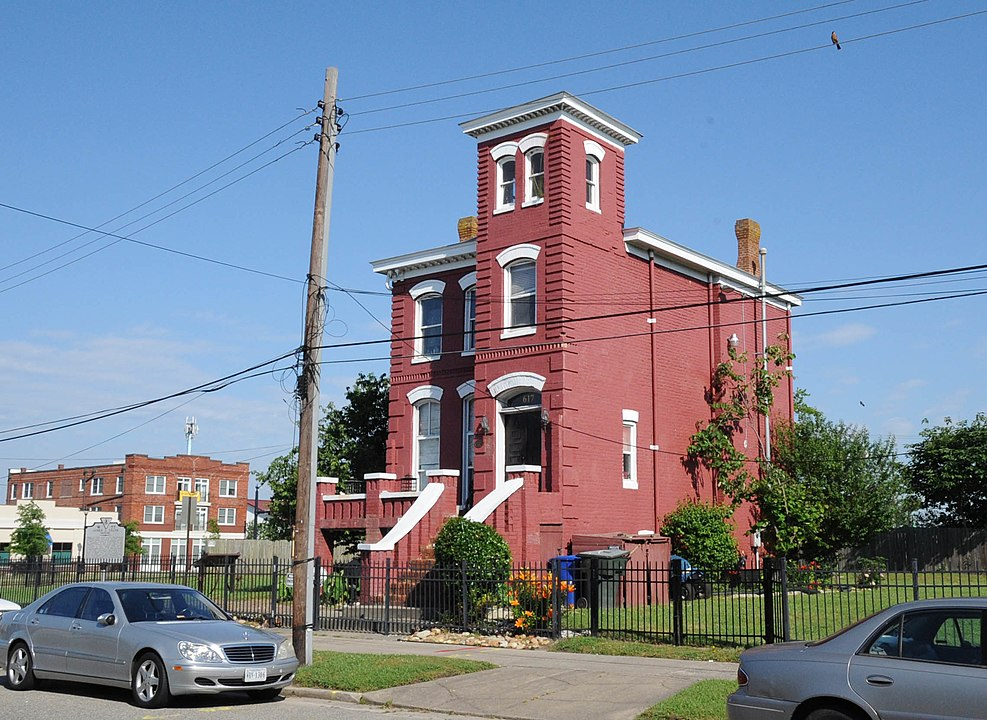 2017 photo of James A. Fields House in Newport News (Jerrye & Roy Klotz, M.D.)