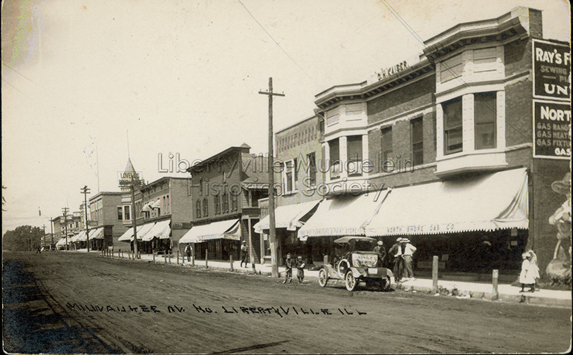 Looking north on Milwaukee Avenue from Church Street, 1913-1923