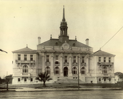Berkeley City Hall, designed by Bakewell & Brown, was built circa 1908