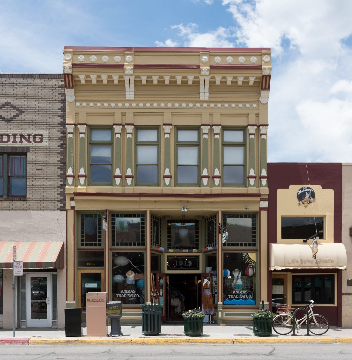 2015 photo of Main Street Furnishings Building, with Animas Trading Co. shop on first floor (Hightower)