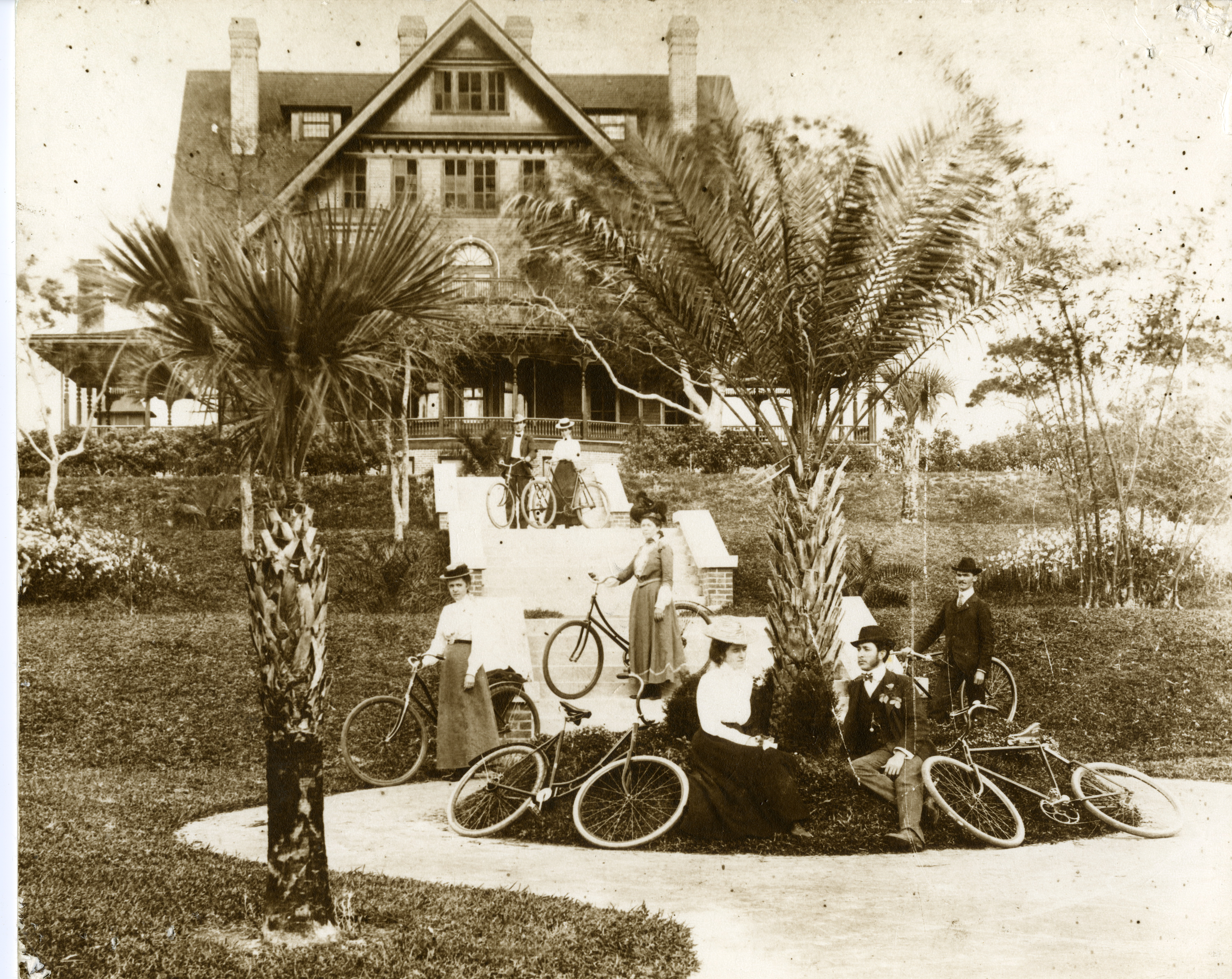 The Plant-Sumner House was originally built as employee housing for the Belleview-Biltmore Hotel. At 400,000 square feet, it was at one time Belleview-Biltmore was the world's largest wooden structure. The Plant-Sumner house was moved from its original site in Belleair to Clearwater around 1912.