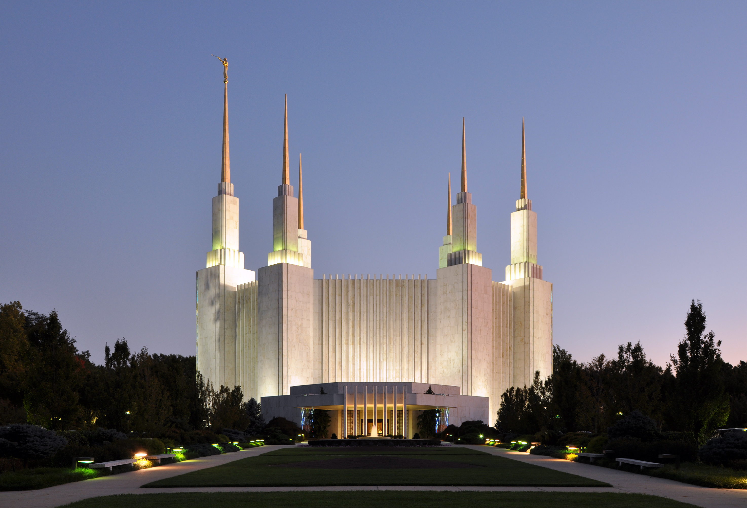 Washington LDS temple by Joe Ravi, Wikimedia Commons (CC BY-SA 3.0)