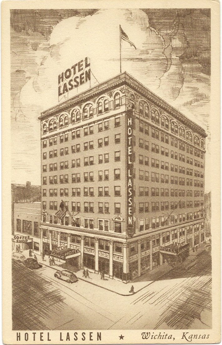 An old postcard of the hotel.