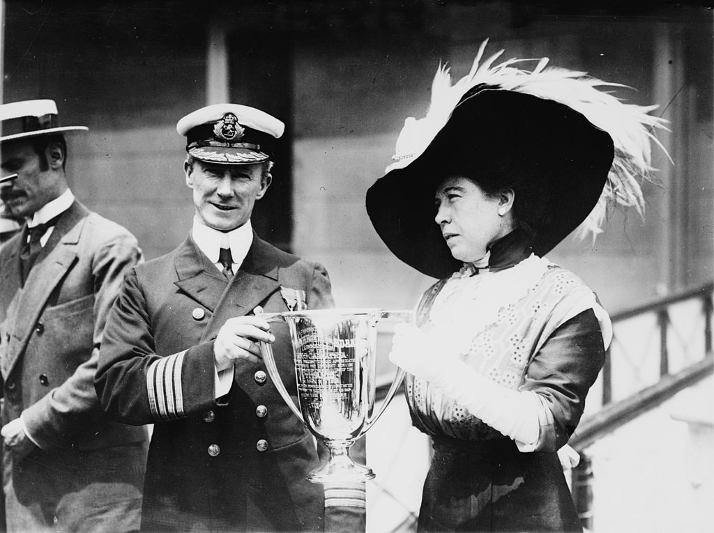 Margaret Brown awarding Captain Arthur Henry Rostron with a trophy for his efforts to rescue survivors of the Titanic