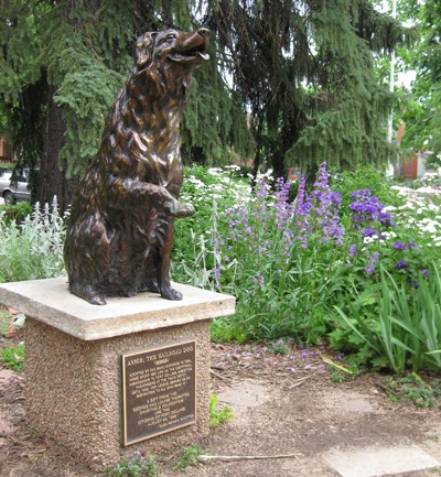 This statue to Annie is located in front of the public library