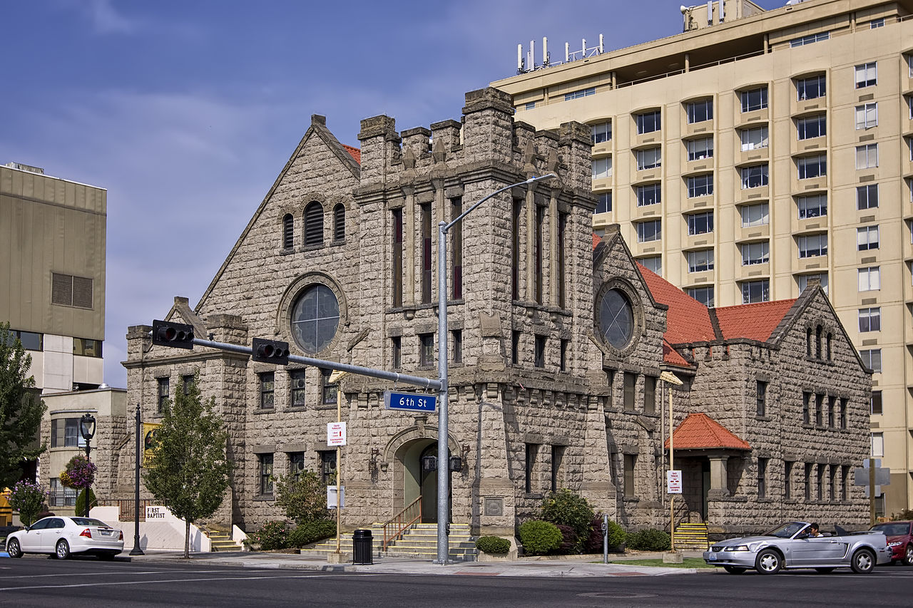 The former First Baptist Church was built 1909 and is an excellent example of Richardsonian Romanesque architecture.