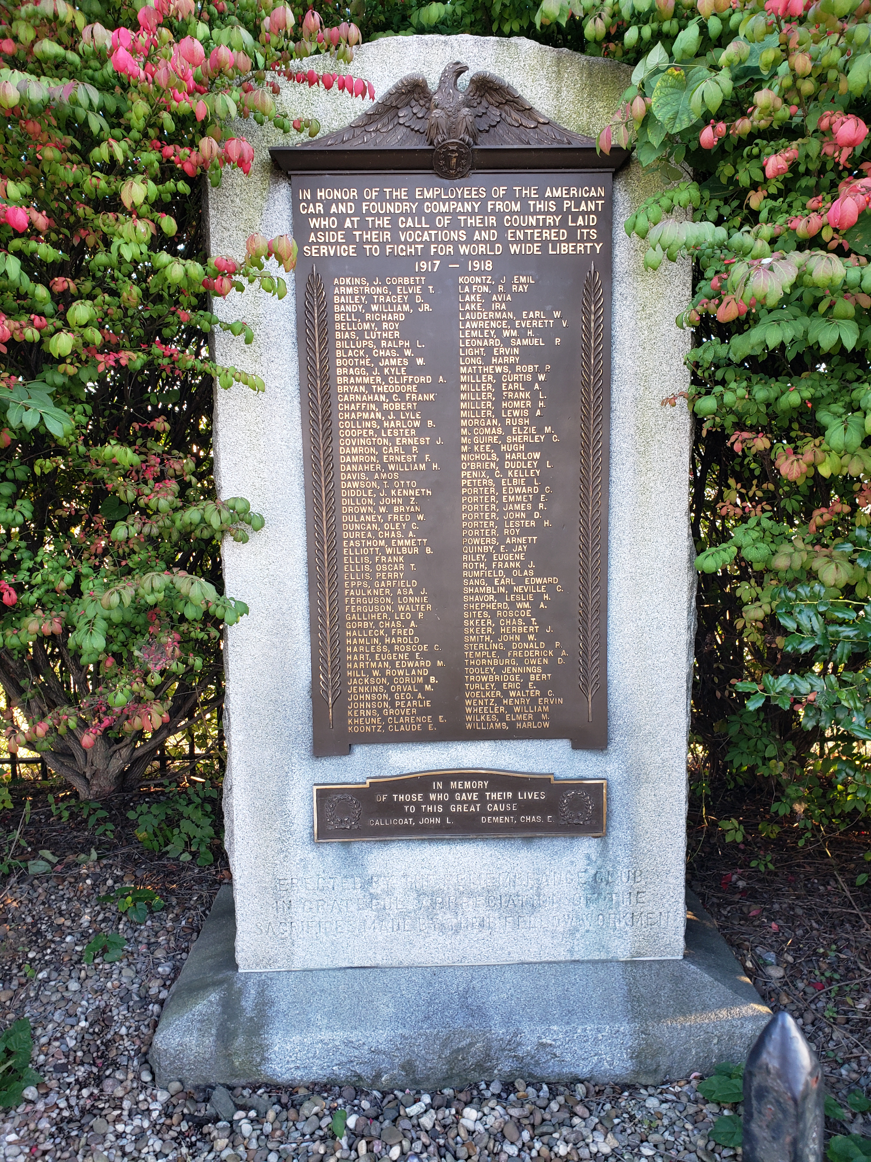 The momument with the names of those who served