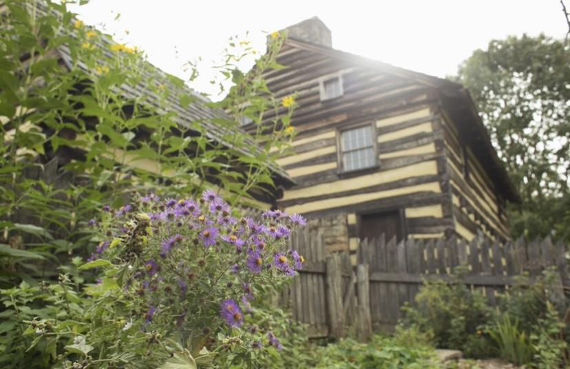 Hanna's Tavern and garden gate