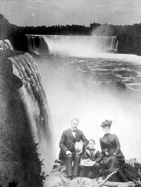 Jennings Family at Niagara Falls