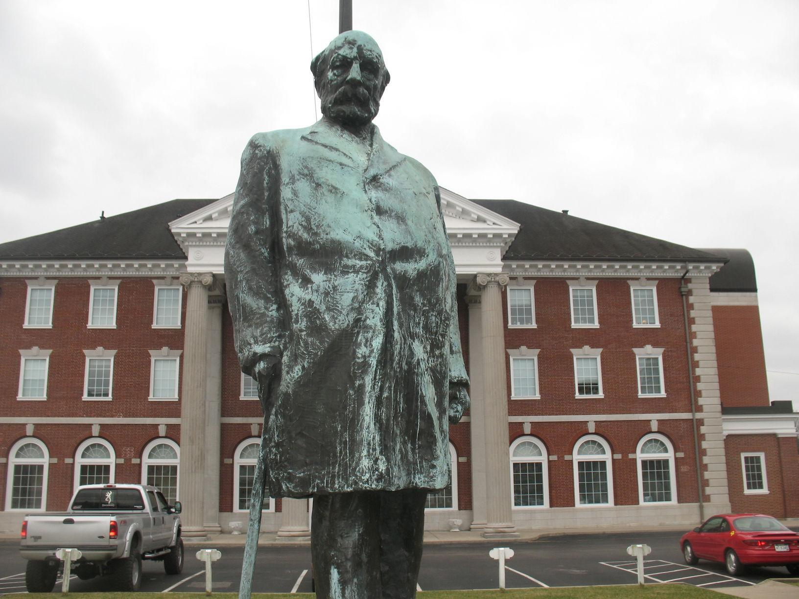 A closer view of the statue in front of the station