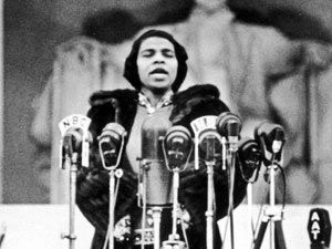 Marian Anderson sings at the Lincoln Memorial. Photo credit to npr.org.