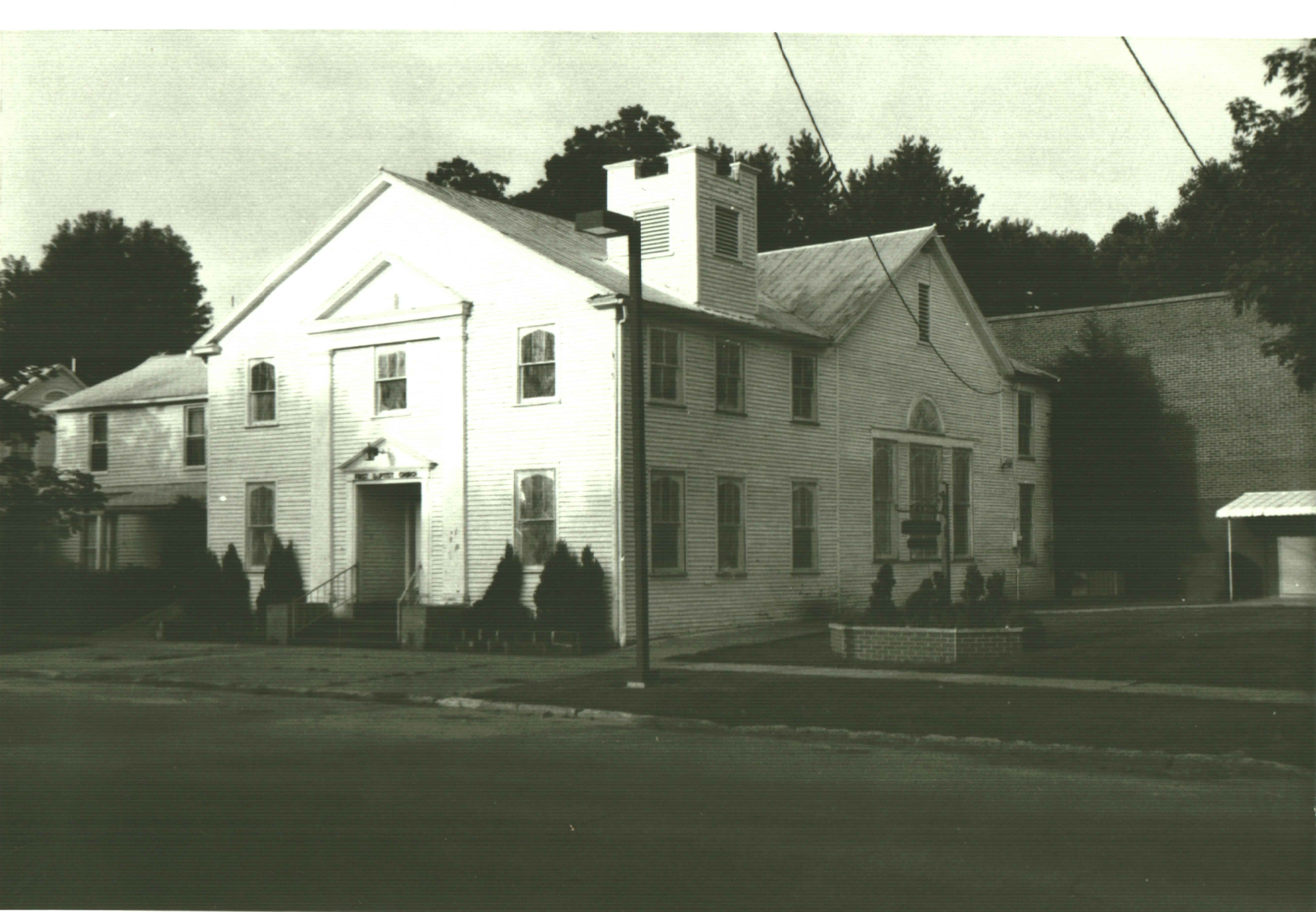 The original building in the 1980s, shortly before its demolition and replacement in 1987.