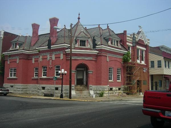 Catlettsburg National Bank was constructed in 1885 and demolished in 2014.