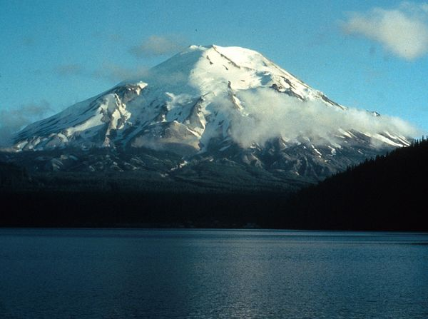 Mount St. Helens as it appeared before the 1980 eruption.