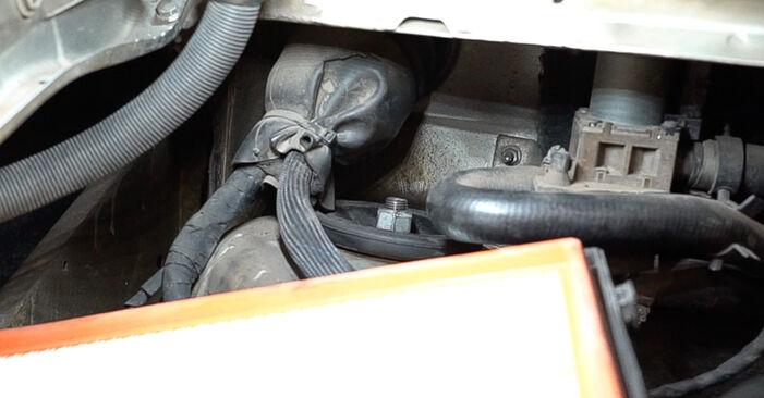 Schritt-für-Schritt-Anleitung zum selbstständigen Wechsel von Mercedes W638 Bus 2001 108 D 2.3 (638.164) Federn