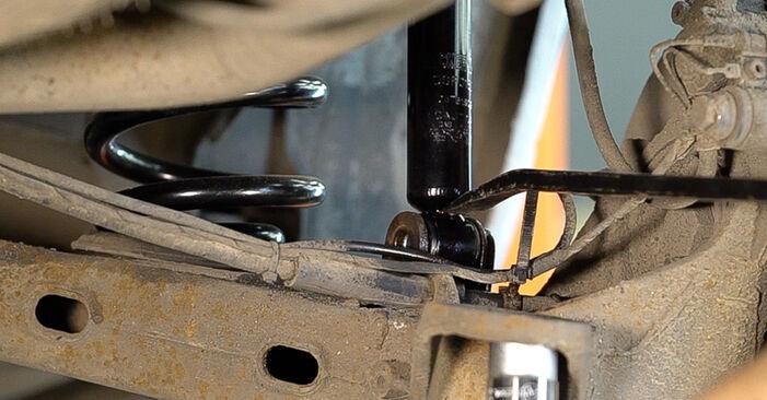 Federn Mercedes W638 Bus 110 TD 2.3 (638.174) 1998 wechseln: Kostenlose Reparaturhandbücher