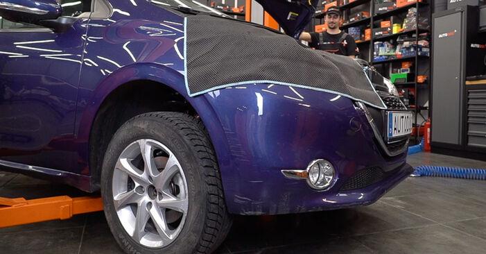 Austauschen Anleitung Federn am Peugeot 208 1 2012 1.4 HDi selbst
