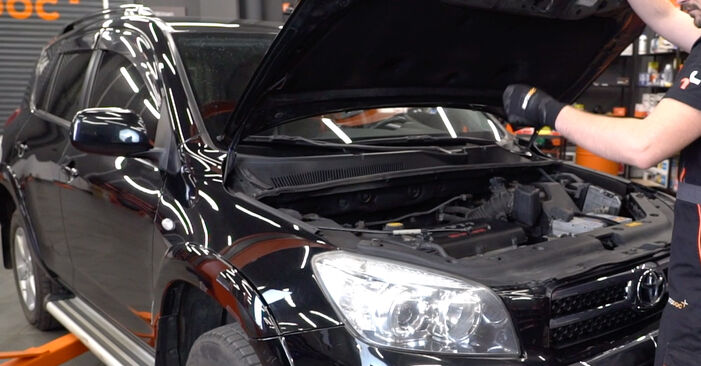 Hur byta Fjädrar på Toyota RAV4 III 2005 – gratis PDF- och videomanualer