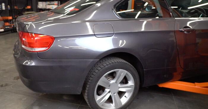 Wie Federn BMW 3 Coupe (E92) 320d 2.0 2005 austauschen - Schrittweise Handbücher und Videoanleitungen