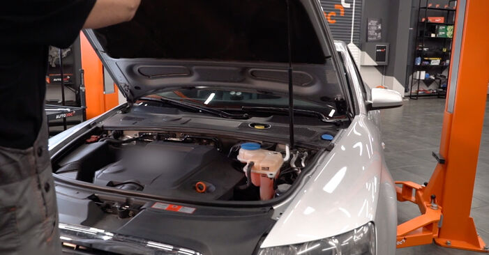 Ako vymeniť Pruženie na Audi A6 4f2 2004 – bezplatné PDF a video návody.