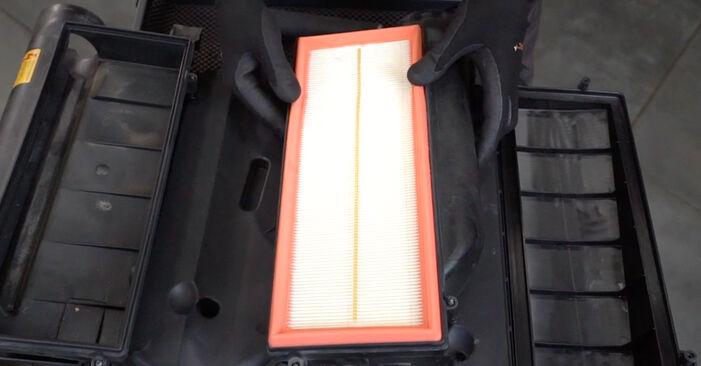 Tausch Tutorial Luftfilter am MERCEDES-BENZ C-Klasse Limousine (W203) 2004 wechselt - Tipps und Tricks